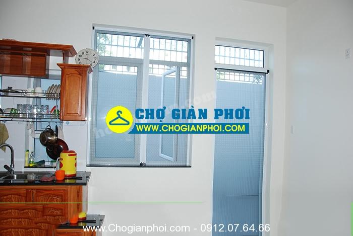cua luoi chong muoi dang dong mo 1 - Cửa lưới chống muỗi dạng đóng mỏ
